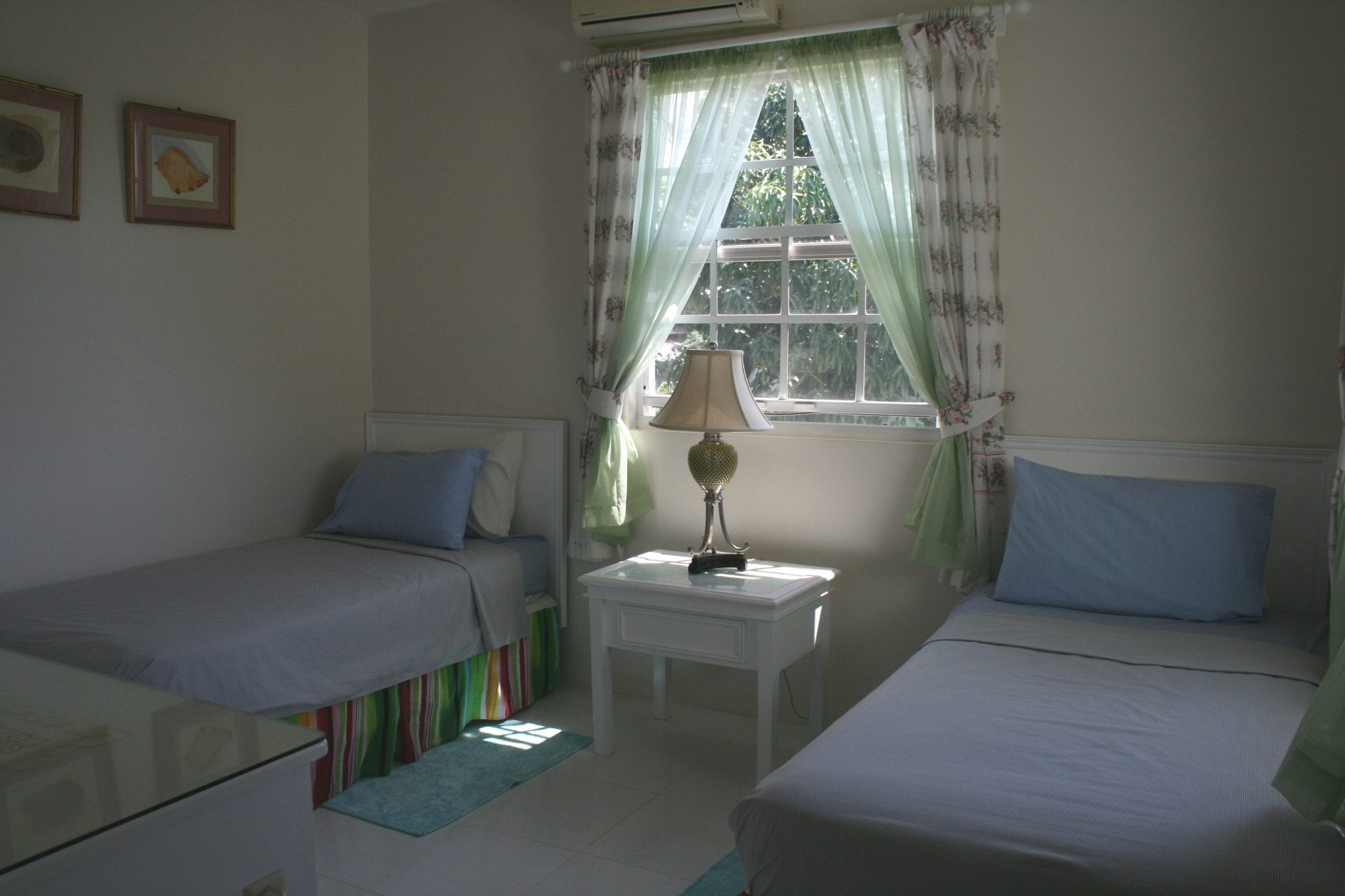 Twin bedded room - Miri-Joy Apartments Barbados.